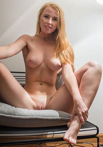 Erotic pics of this stunning blonde